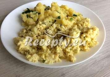 Brambory s cibulí a vejcem