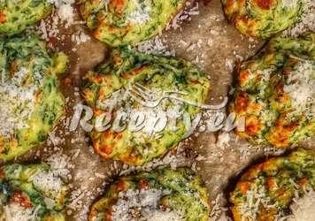 Brokolicové a karotkové placičky s petrželkovým tvarohem