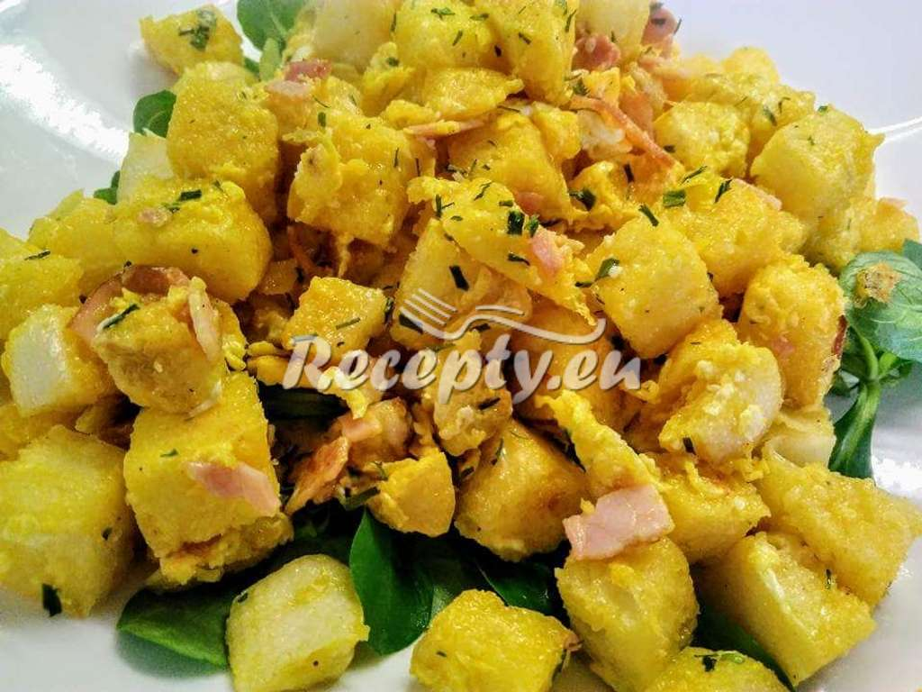 Bramborový salát s olivami, fazolemi a sušenými rajčaty